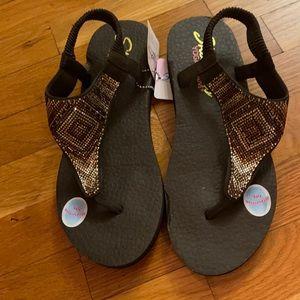 NWT Skechers Yoga Foam Sandal